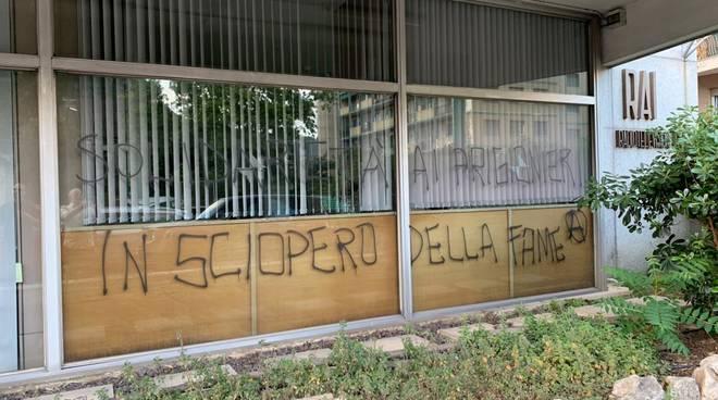 g-i-genova-italia-scritte-alla-sede-della-rai-13-0-1.jpg