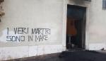r-i-rovereto-italia-incendiato-portone-di-una-chie-1.png